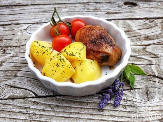 Pečené kuře s bramborem