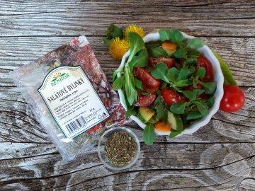 Salát s bylinkami italského typu